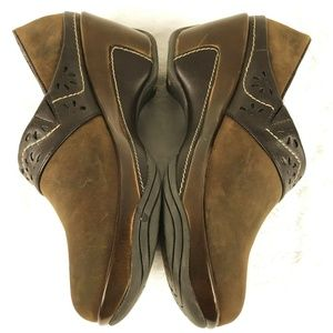 White Mountain Slip On Brown Suede Leather Trim